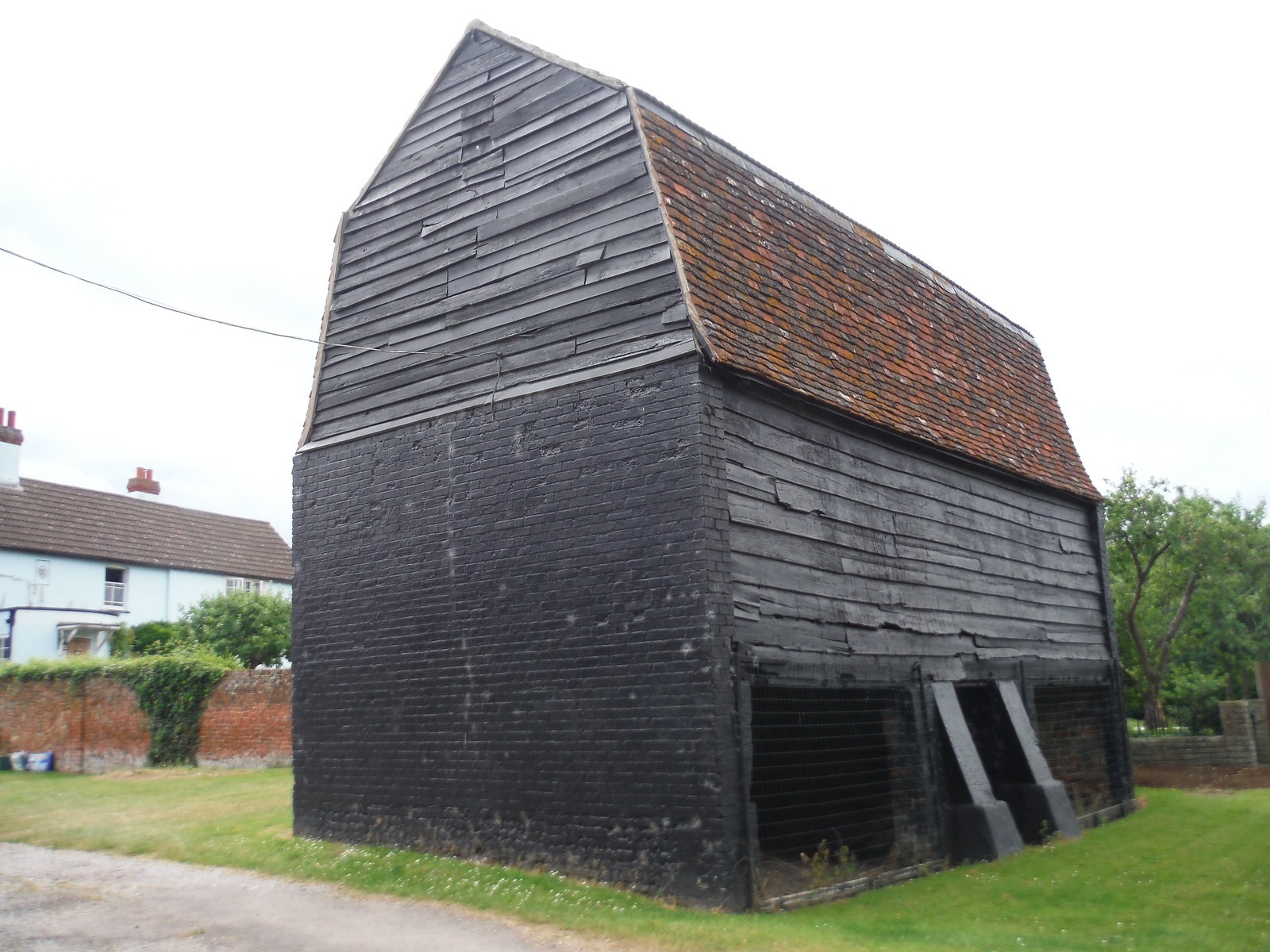 Old Barn, Sawbridgeworth SWC Walk 210 - Sawbridgeworth to Bishop's Stortfort (via Henry Moore Foundation)