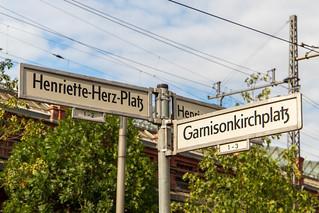 Straßenschild am Henriette-Herz-Platz