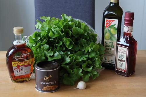 Zutaten für Eichblattsalat mit Ahornsirup-Vinaigrette