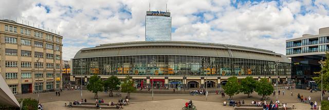 Vor dem Berliner Fernsehturm - Wo einst die Neue Friedrichstraße war