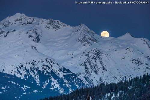 Lever de lune sur le Mont Jovet, depuis Méribel, en hiver