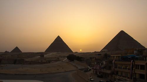 cairo pyramids giza gizé egypt sunset backlit ancientegypt halo