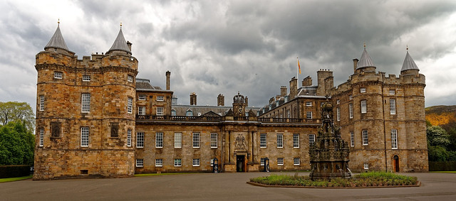 Edinburgh / Holyrood Palace / No tourists : Queen's day