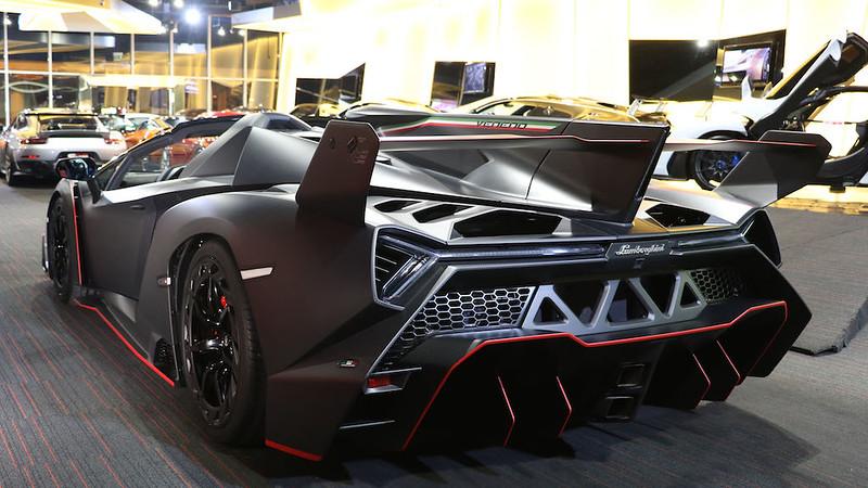 Lamborghini-Veneno-Roadster-8