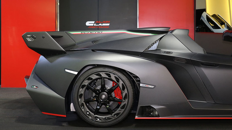 Lamborghini-Veneno-Roadster-23