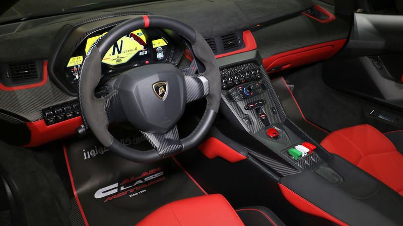Lamborghini-Veneno-Roadster-11
