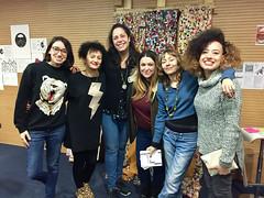 Jesika Martínez Alcocer y Sonia García, con el grupo de artistas del proyecto.