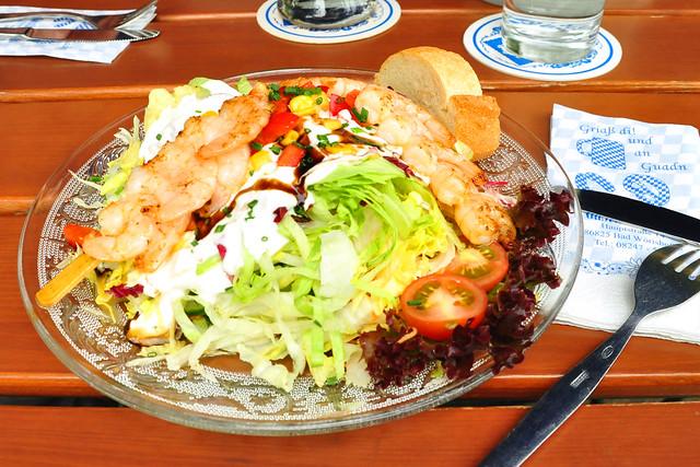 Juli 2019 ... Restaurant Rössle in Bad Wörishofen mit Biergarten ... Großer gemischter Salatteller mit Garnelen ... Fotos: Brigitte Stolle