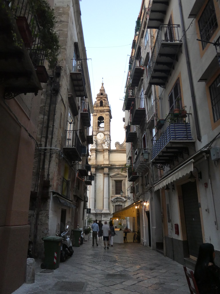 Wandering through the atmospheric narrow streets of Palermo