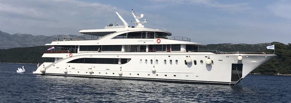 Cruzeiro no Esplêndido Yacht  Ms Ambassador