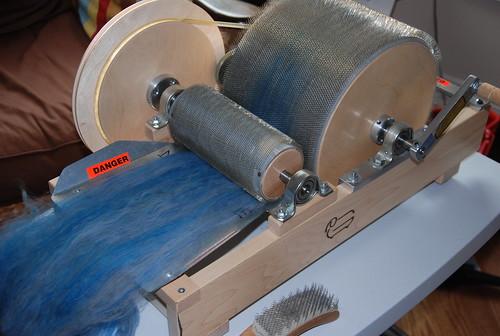 Preparing Targhee wool top on Pat Greene carder blender by irieknit