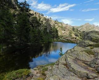 Dans la descente du ravin de la Paglia Orba : arrivée au lac de la Paglia Orba