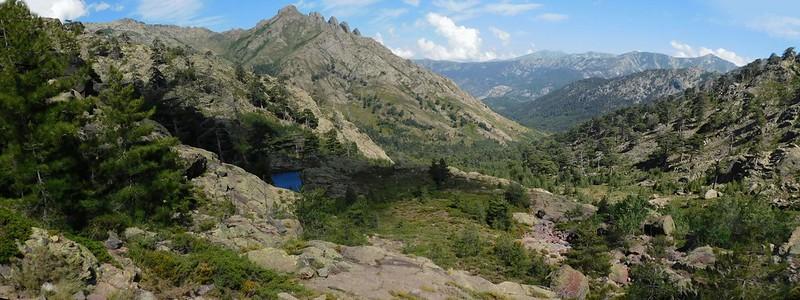 Vues de la descente du ravin de la Paglia Orba en vue du lac