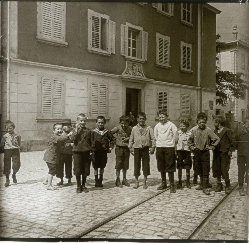 1907. Швейцария. Альтдорф. Швейцарские школьники