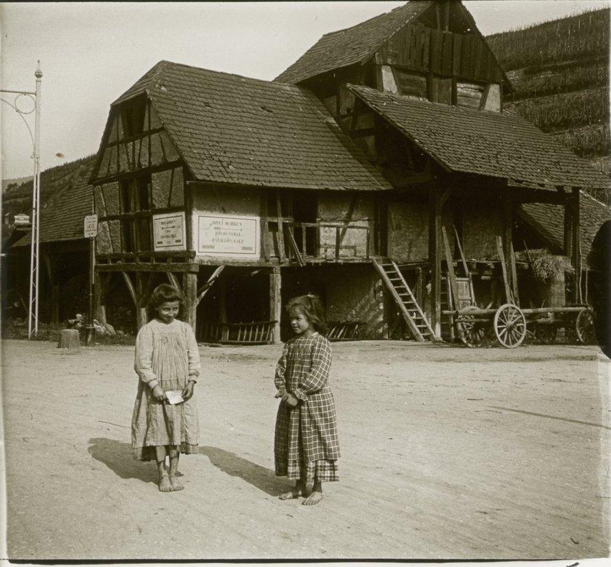 1907. Германия. Тюркхайм. Пригород. Старый кирпичный завод. Мои гиды - Анна Якоб и Генриетта Бём