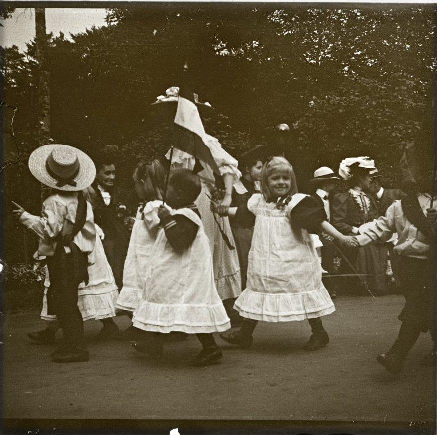 1907. Германия. Баденвайлер. Дети из приюта на благотворительном празднике
