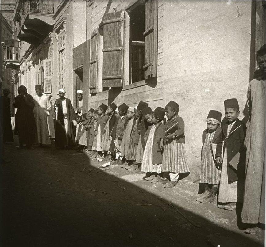 1910. Египет. Каир. Школьники