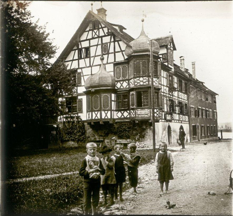 1907. Швейцария. Готтлибен. Исторический винный погреб