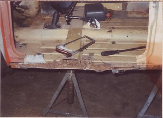 1991-07-20 Nearside sills & step removed | by Ronski-man