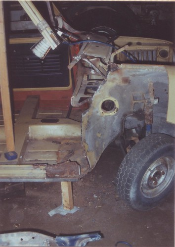 1991-12-10 Offside door post removed and then welded in.1 | by Ronski-man