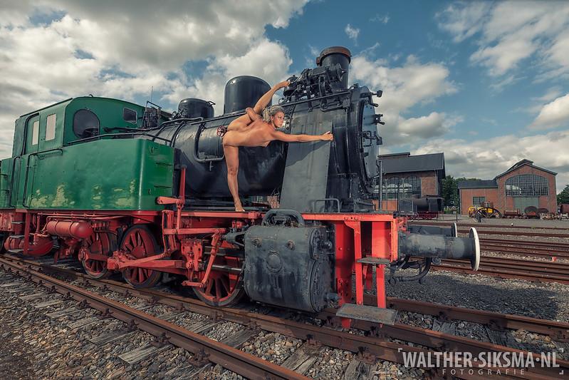 Donika, op de stoom locomotief