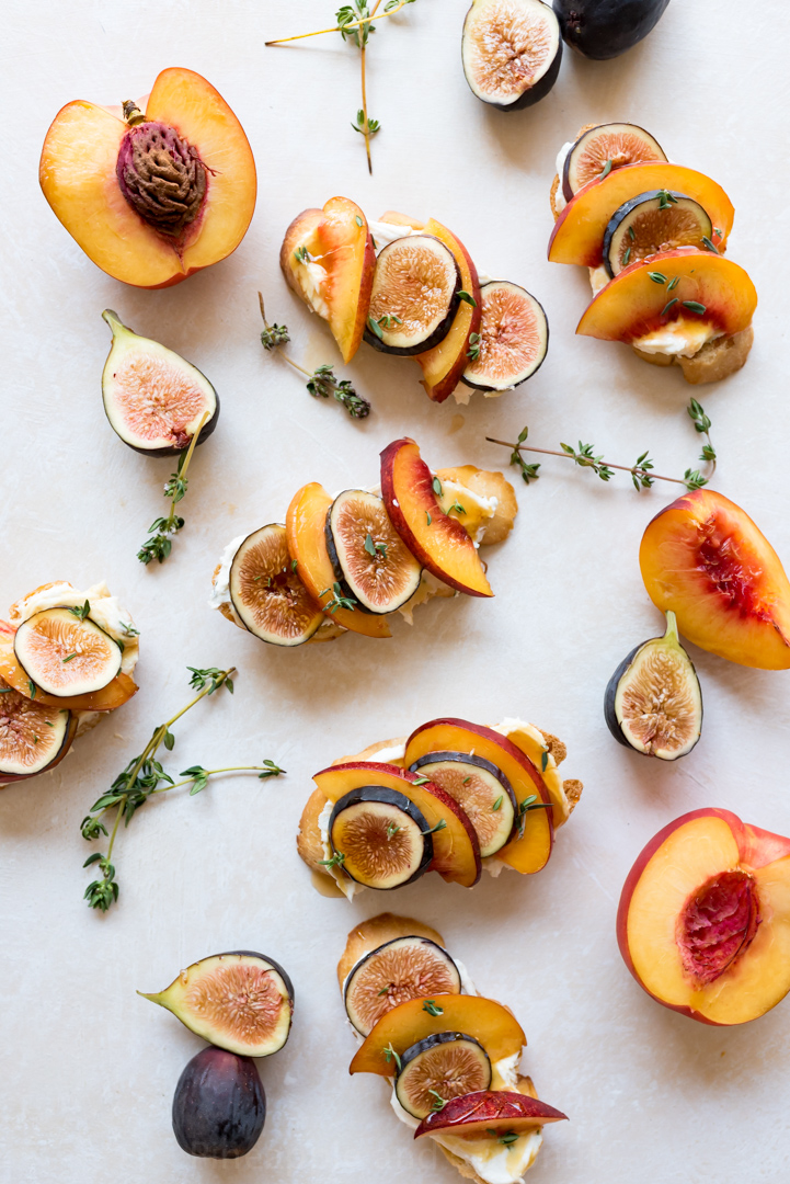 Fig and Nectarine Crostini Recipe with Lemon Thyme Whipped Goat Cheese www.pineappleandcoconut.com