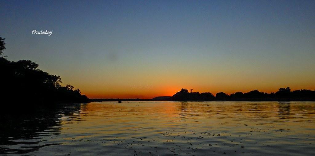 Poente no Rio Paraguai, Pantanal, Cáceres MT - Brasil