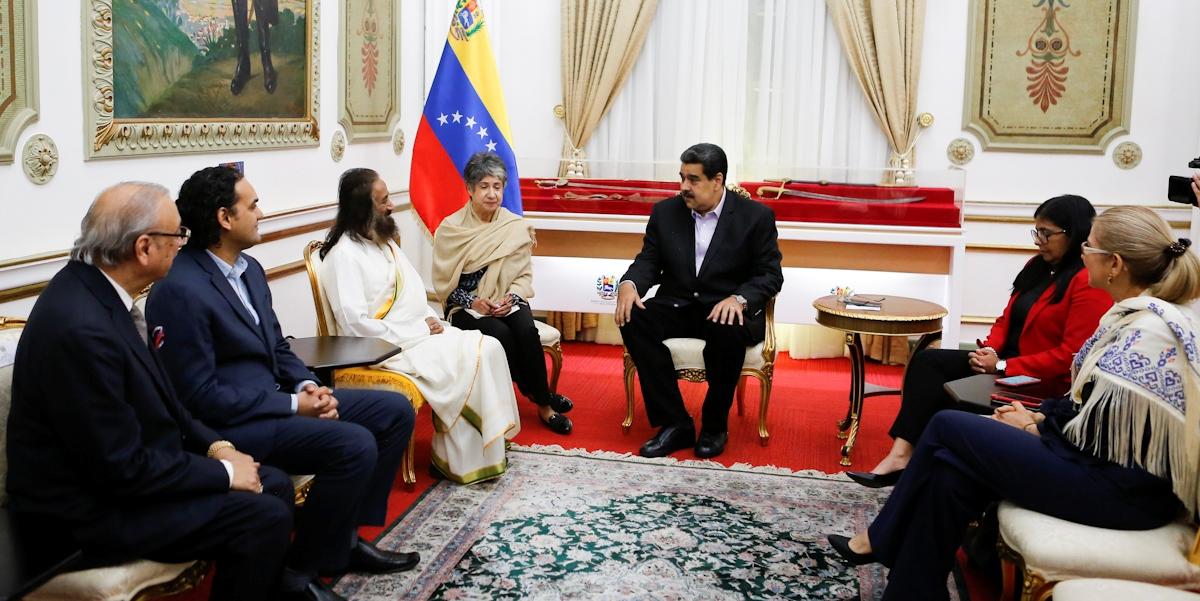 Presidente Maduro se reúne con embajador de la Paz Gurudev Sri Sri Ravi Shankar en Miraflores