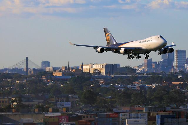 UPS Queen into Sydney (1 of 3)