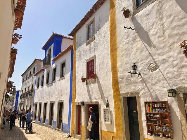 Calle principal de Óbidos en Portugal