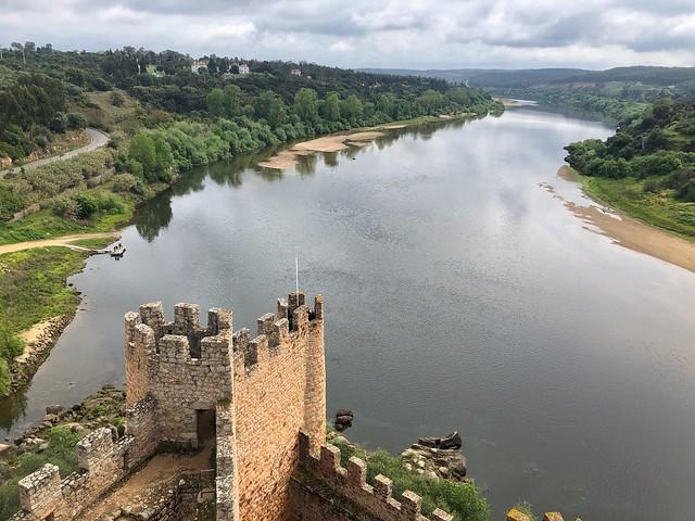 El castillo de Almourol y el río Tajo en Portugal (Ruta de los templarios)