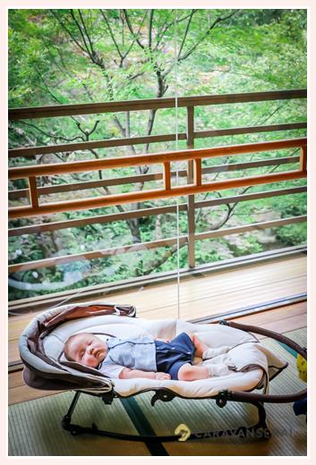 お食い初めの後眠る赤ちゃん