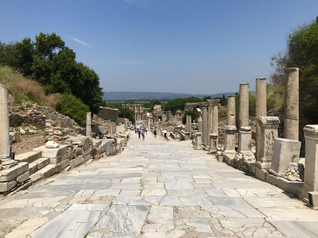 Efes通往圖書館的道路