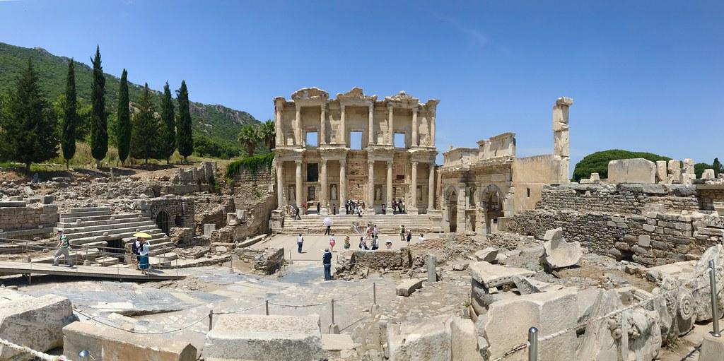 Efes圖書館全景