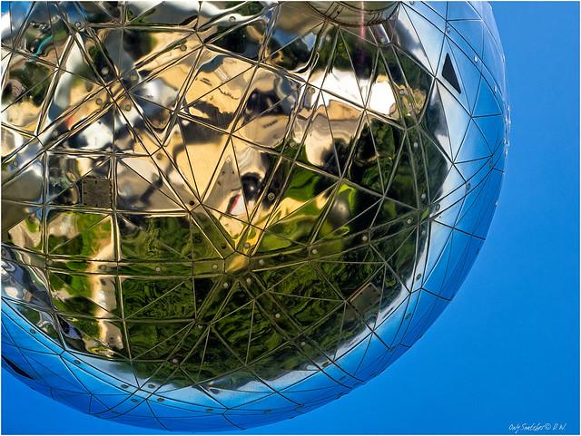 Deep deep inside - Atomium (I)