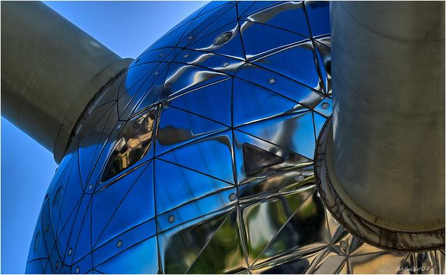 Deep inside - Atomium (II)
