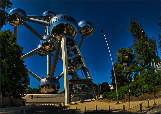 Atomium (VI)