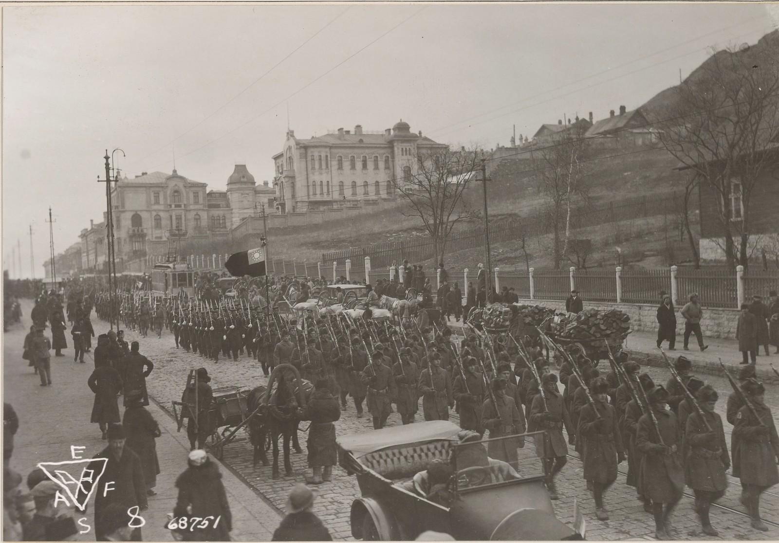 1919. Американские военные возвращаются с церемонии награждения генерал-майора Уильям С. Грейвса японским орденом. 12 июня