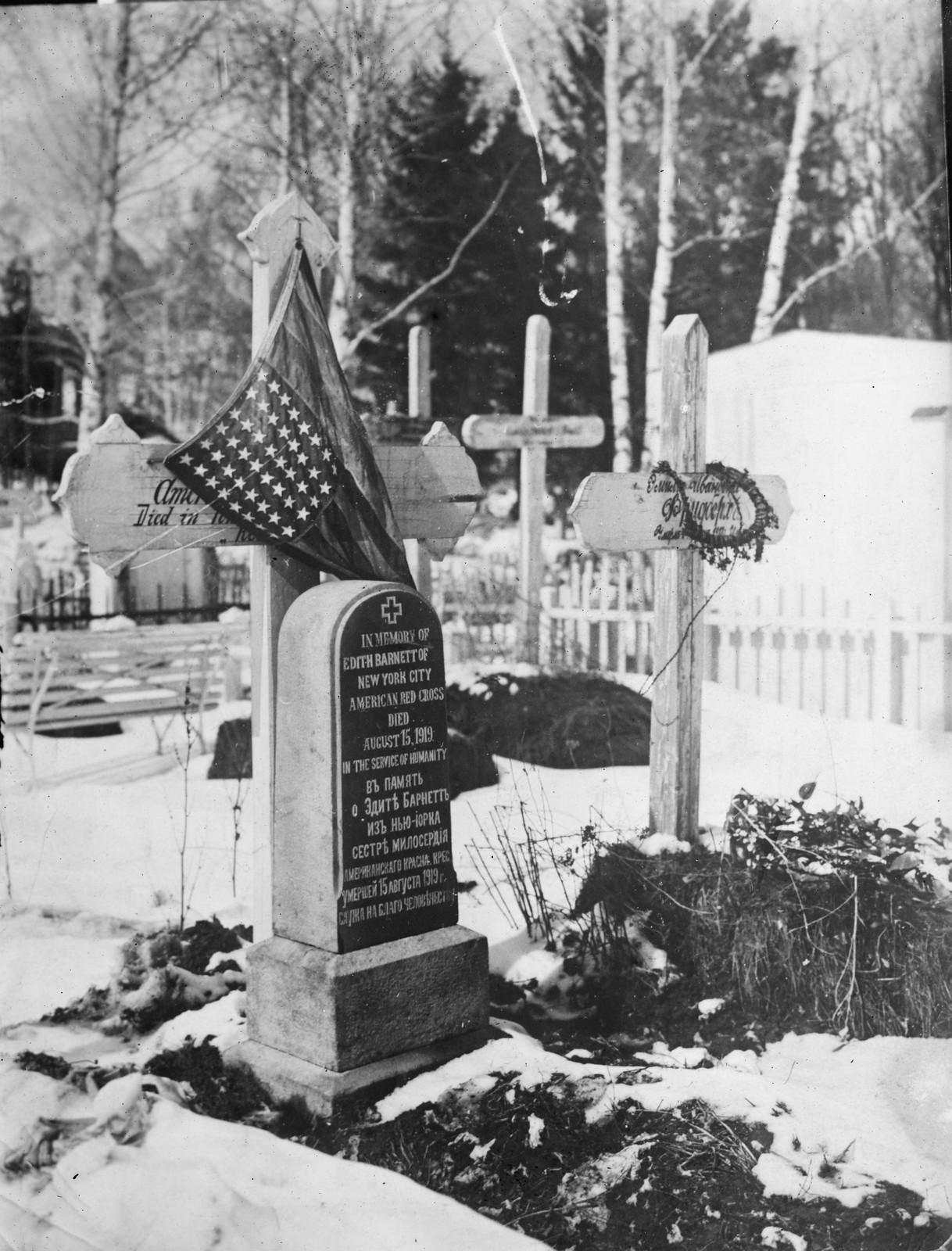 1919. Медсестра американского Красного Креста, погибшая в Сибири. 15 августа Памятник установлен в Томске