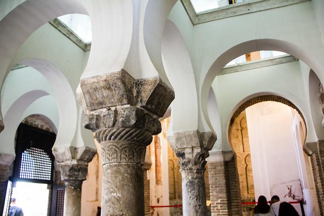 capitel y columna estilo visigodo interior Ermita Iglesia del Cristo de la Luz  antigua Mezquita de Bab al-Mardum Toledo 03