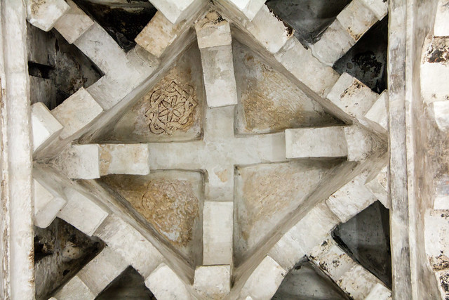 techo cupula de estilo califal interior Ermita Iglesia del Cristo de la Luz antigua Mezquita de Bab al-Mardum Toledo 02