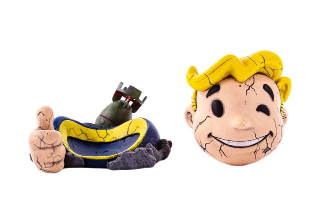 image - Mondo Tees (Mondoids, FALLOUT Vault Boy 02)