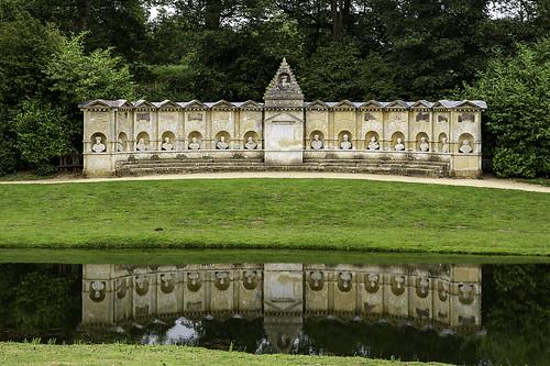buckinghamshire nationaltrust stowe garden williamkent templeofbritishworthies aylesburyvale canoneos5dmarkiii ef2470mmf28liiusm england exedra mercury reflection 2470l architecture