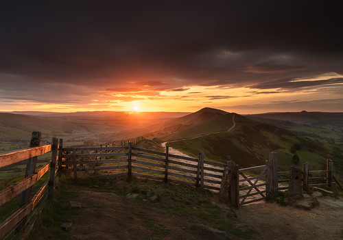 hope england unitedkingdom peakdistrict hill fence sunrise grass orange sunburst pathway gate moody sky wacomintuospro