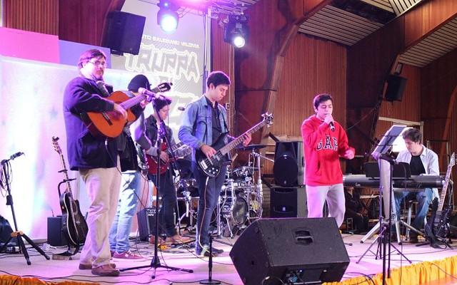 """Truppa di Pazzi y Coro Apoderados """"Valdocco"""" participan en Festival de Talentos C. María Auxiliadora"""