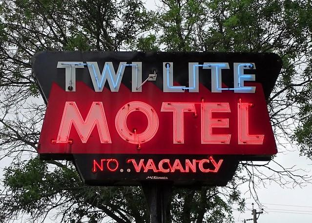 WI,  Bloomer-U.S. 53(Old) Twi Lite Motel Neon Sign