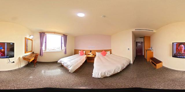 04假期旅店-三人套房一大一小床