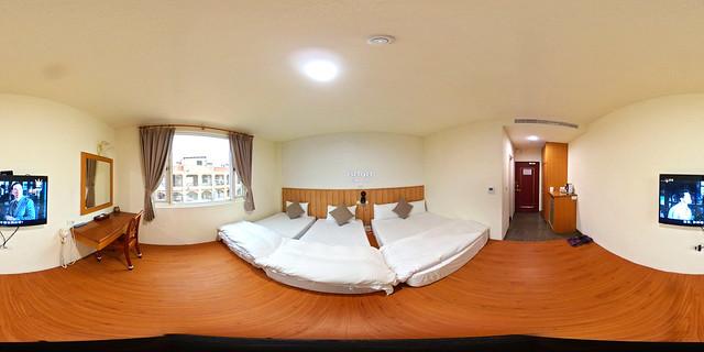 03-1假期旅店-四人套房一大兩小床