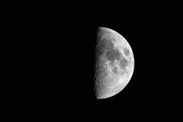 Foto de: Luna cuarto creciente. | EITB Fotos de usuarios
