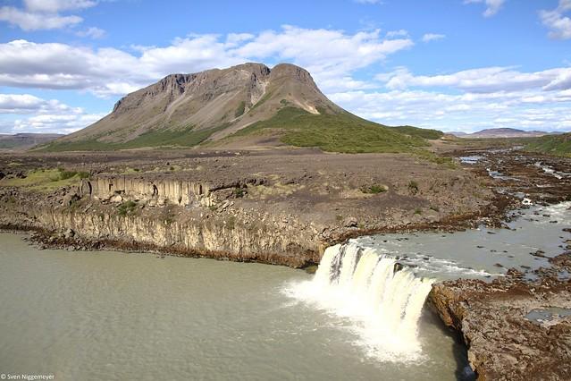Der Wasserfall Þjófafoss südlich des Berges Búrfell am 6.07.19
